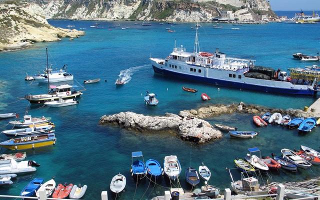 Isole tremiti barche ancorate