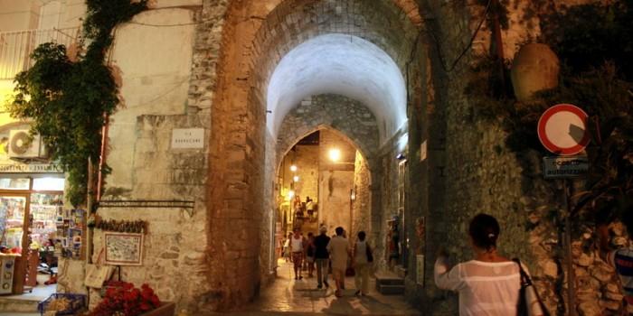 Centro storico di Vieste arcata principale